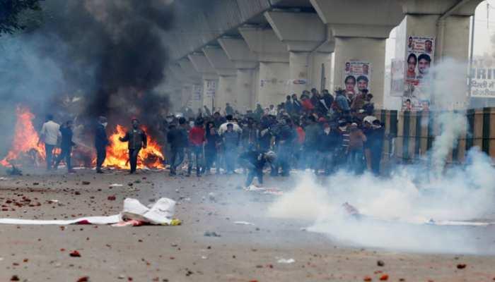 दिल्ली को WAR ZONE जैसा बनाने के पीछे कौन साजिश कर रहा है?