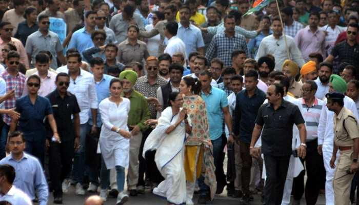 पश्चिम बंगाल में उपद्रवियों ने फेंका बम, DCP घायल, CM ममता बोलीं- 'छिटपुट घटना है'