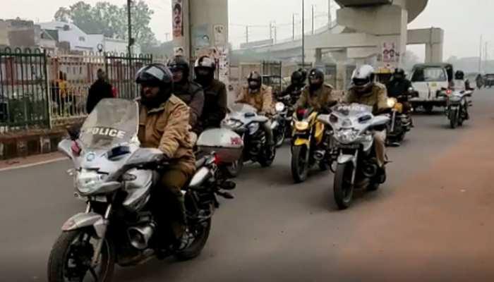 LIVE: पूरी उत्तर पूर्वी दिल्ली में धारा 144 लागू, पुलिस ने निकाला फ्लैग मार्च