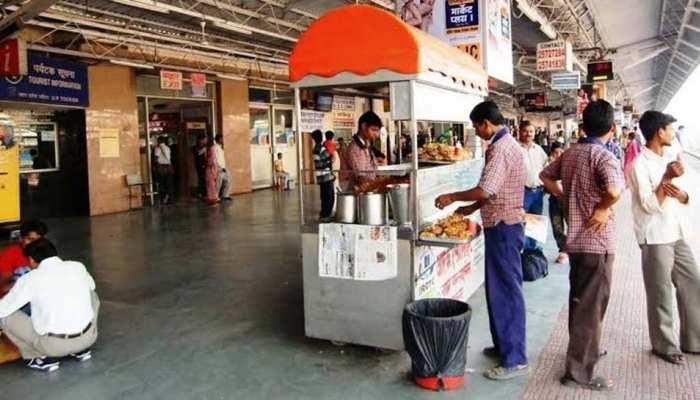रेल यात्री ध्यान दें! रेलवे स्टेशन पर खान-पान हुआ महंगा; जानें क्या होंगी नई दरें