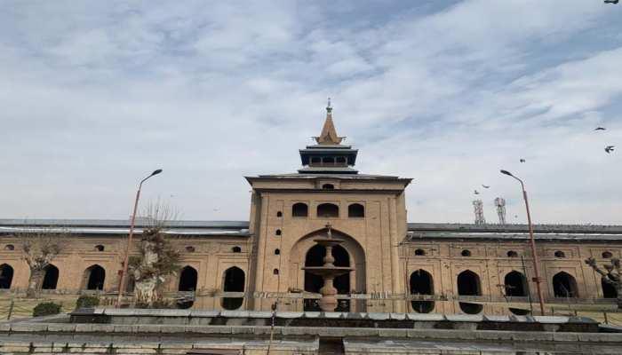 आर्टिकल 370 में बदलाव के 135 दिन बाद खुली ऐतिहासिक जामिया मस्जिद, अदा की गई नमाज