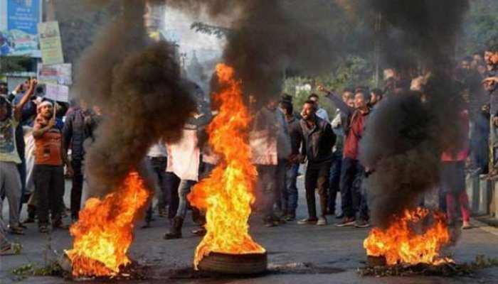 विरोध-प्रदर्शन की लपटों ने दिल्ली समेत पंद्रह शहरों को लिया लपेटे में
