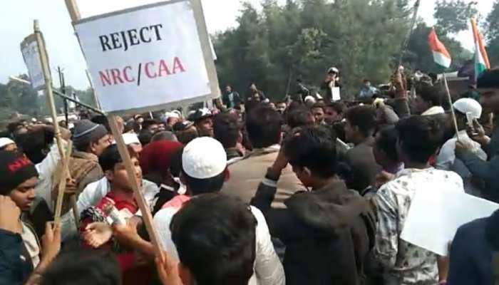 दरभंगा: CAA-NRC के विरोध में RJD का बिहार बंद, कार्यकर्ताओं ने कई जगह की तोड़फोड़