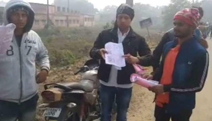 बिहार: भोजपुर में दारोगा भर्ती परीक्षा देने आए छात्रों ने किया हंगामा, पेपर लीक होने का लगाया आरोप