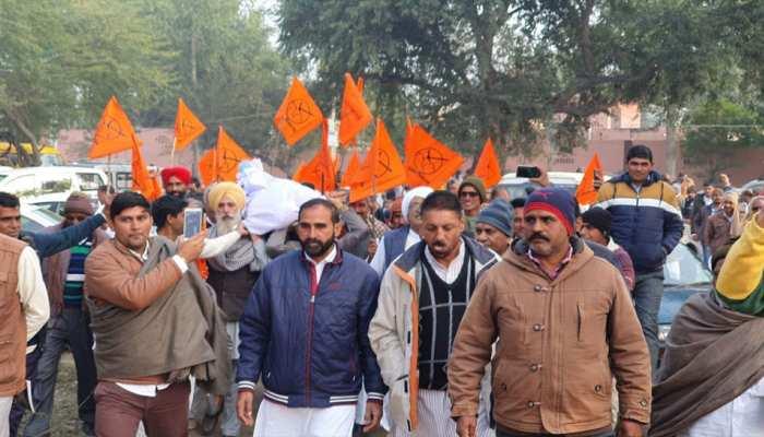 हनुमानगढ़: सिंचाई पानी की मांग को लेकर किसानों ने किया सिंचाई विभाग का घेराव