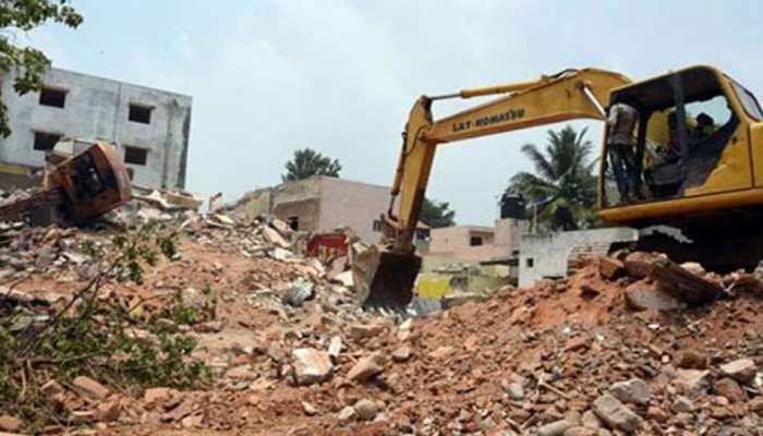 निवाड़ी: अतिक्रमण पर चला प्रशासन का बुलडोजर, 7 अवैध मकानों को किया गया जमींदोज