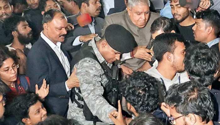 जादवपुर विश्वविद्यालयः राज्यपाल को चांसलर के तौर पर निष्कासित  करेंगे छात्र