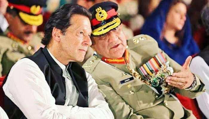सेना प्रमुख को बचाने के लिए पाकिस्तान सरकार ने झोंकी पूरी ताकत, इमरान की भी प्रतिष्ठा दांव पर