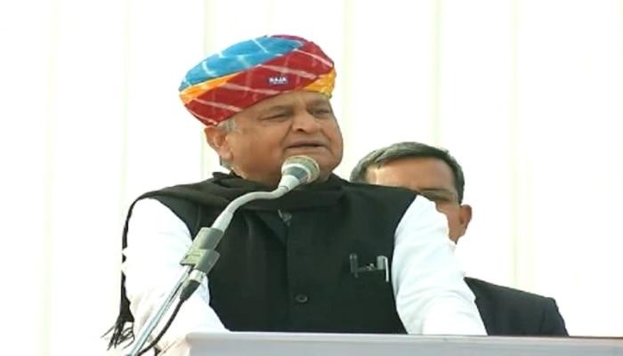 डूंगरपुर दौरे पर CM गहलोत, वसुंधरा सरकार पर साधा निशाना