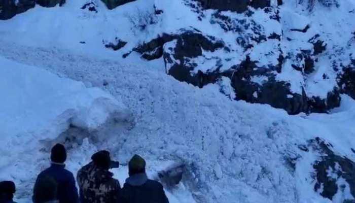 VIDEO: बद्रीनाथ में ग्लेशियर टूटने से आया बर्फ का सैलाब, कैमरे में कैद हुआ नजारा