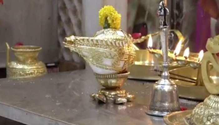शिरडी: साईं बाबा के भक्त ने दान किया सोना जड़ित शंख, जानें क्या है कीमत