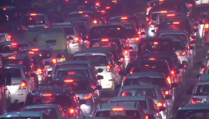 नए साल के पहले दिन भारी जाम, फंसे वाहनों को निकालने के लिए पुलिस अपना रही ये रास्ता
