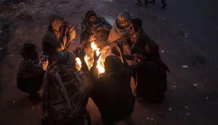 दिल्ली में ठंड और प्रदूषण का 'डबल अटैक', Pollution फिर खतरनाक स्तर के पार पहुंचा..
