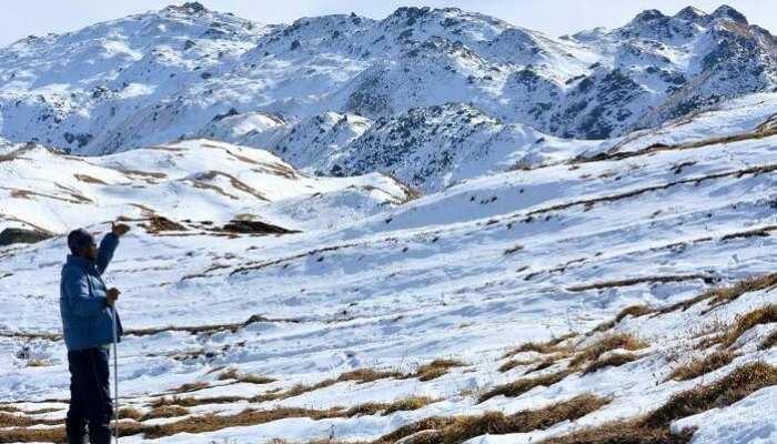 उत्तराखंड में हुई बर्फबारी, सैलानियों की उमड़ रही भीड़