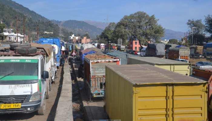 तीन दिन से बंद है जम्मू-कश्मीर राजमार्ग