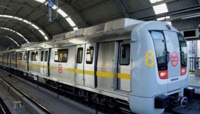 दिल्ली: घिटोरनी मेट्रो स्टेशन पर ट्रेन के आगे कूद कर एक शख्स ने की खुदकुशी
