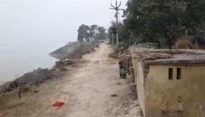 बस्ती: हल्की बारिश के बाद नदी में समाया बांध, खतरे में ग्रामीणों की जान