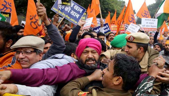 ननकाना साहिब पर हमले का विरोध, विहिप ने पाकिस्तान उच्चायोग के सामने किया प्रदर्शन