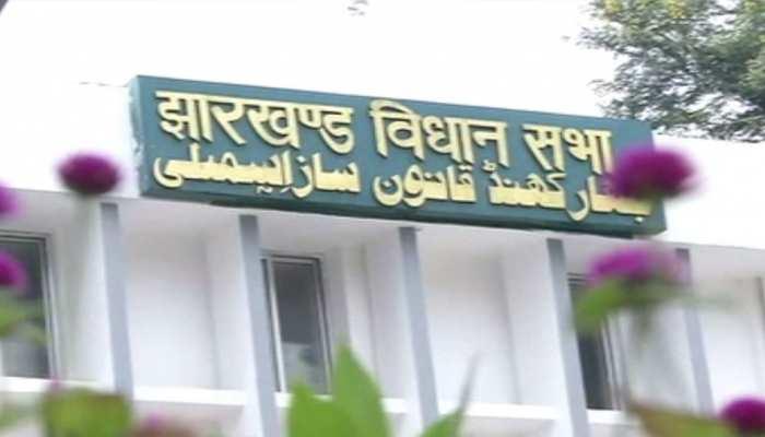 झारखंड: विधानसभा में हुआ हंगामा, रघुवर सरकार के कामकाज की जांच पर भड़का विपक्ष