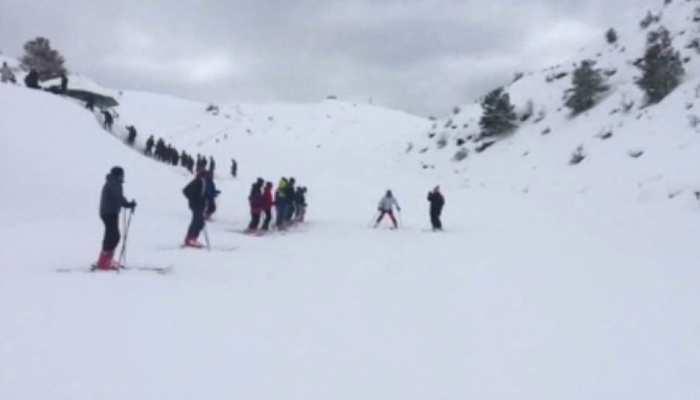 चमोली ने ओढ़ी बर्फ की चादर, औली में 7 फीट तक बर्फबारी से पर्यटकों की मौज