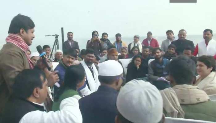 वाराणसी: BHU तलबा और CAA मुजाहिरीन से मिलीं प्रियंका गांधी, कहा- मुझे इन पर फख्र है