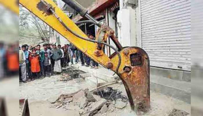 बिहार: रोहतास में तालाबों को अतिक्रमण मुक्त कराने का चला अभियान, तोड़े गए 41 घर