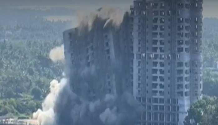 VIDEO: चंद मिनटों में 'धड़ाम' हुई अवैध इमारत, सुप्रीम कोर्ट के आदेश पर हुई कार्रवाई