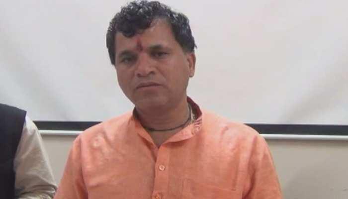 बाड़मेर: कैलाश चौधरी ने टिड्डी प्रभावित क्षेत्रों को लेकर गहलोत सरकार पर किया तंज, कहा...