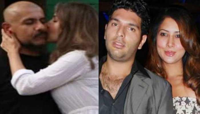 इस फेमस सिंगर को खुलेआम KISS करती दिखीं युवराज की एक्स गर्लफ्रेंड! PHOTO हुई VIRAL