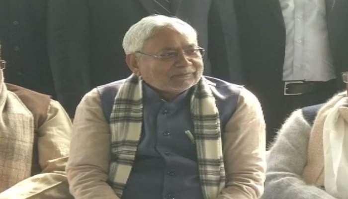 पटना: जेडीयू की भोज में शामिल हुए सीएम नीतीश कुमार, जमकर हुई सियासी बयानबाजी