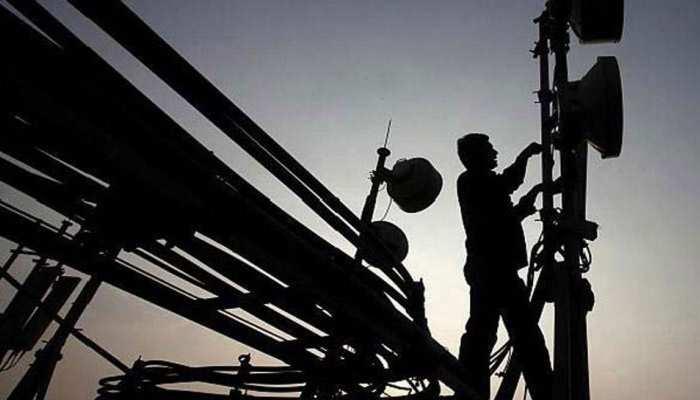 टेलीकॉम कंपनियों को SC से नहीं मिली राहत, चुकाने होंगे 92 हजार करोड़ रुपये