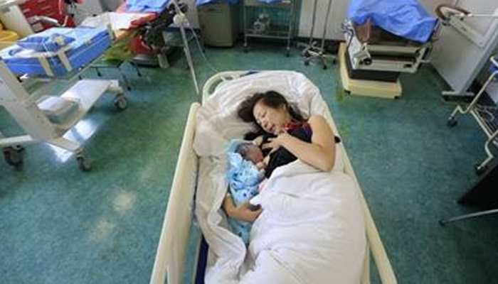 चीन में कंट्रोल होने लगी जनसंख्या, 7 दशक में पहली बार सबसे कम रही जन्म दर