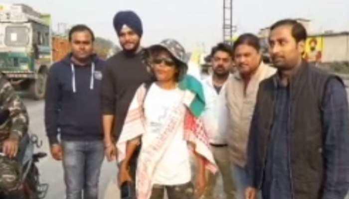 बिहार: 2500 किमी की चलते हुए किशनगंज पहुंचीं मिजोरा, पर्यावरण बचाने का दे रही संदेश