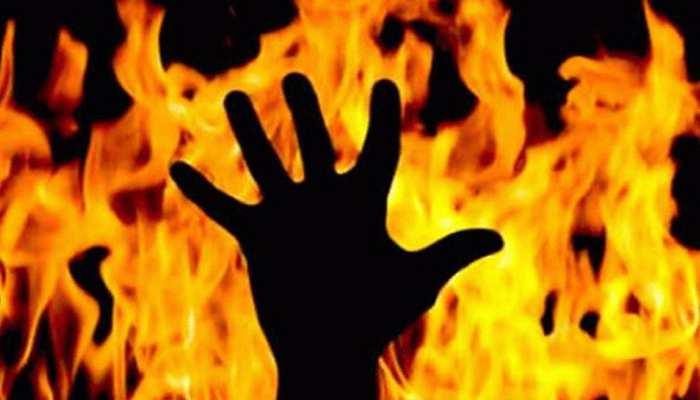 UP: रिश्तेदारों के तानों से परेशान छात्रा ने लगाई आग, प्रॉपर्टी को लेकर है विवाद
