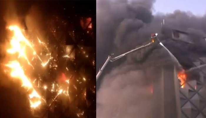 गुजरात: सूरत की कपड़ा मार्केट में लगी भीषण आग, दमकल की 50 गाड़ियां मौके पर