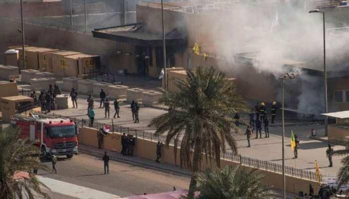बगदाद: 3 रॉकेट हमले से दहल गया अमेरिकी दूतावास, ईरान पर घूमी शक की सुई