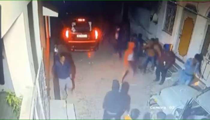 पंचायतीराज चुनाव 2020: चुनावी रंजिश में सरपंच प्रत्याशी के घर पर हमला, CCTV में घटना कैद
