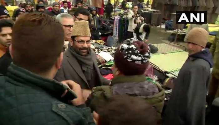 श्रीनगर के लाल चौक पहुंचे मरकज़ी वज़ीर मुख्तार अब्बास नक़वी, दिल खालकर लोगों ने किया इस्तक़बाल