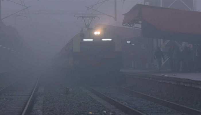 दिल्ली में ठंड बरकरार, सर्द हवाओं से नहीं मिल रही राहत, देरी से चल रही हैं 12 ट्रेनें