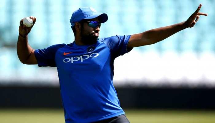 INDvsNZ: रोहित शर्मा ने बाउंड्री लाइन पर लपका लाजवाब कैच, देखें VIDEO