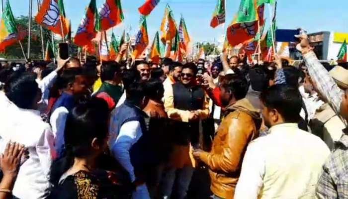 MP: अबकी बार JNU में नहीं BJP के प्रदर्शन में गूंजा 'आजादी' का नारा, कहा- 'मिलकर लेंगे आजादी'