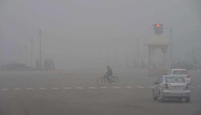 Delhi-NCR Weather: कम नहीं हो रही ठंड की मार, इतना रहा तापमान