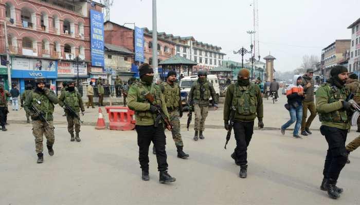 कश्मीर में कुछ ही घंटो की बाहली के बाद इंटरनेट और मोबाइल खिदमात बंद