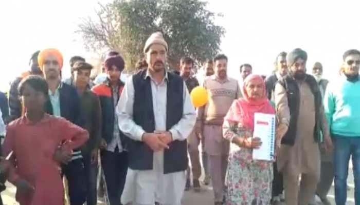 श्रीगंगानगर में तीसरे चरण के चुनाव की तैयारियां जोरों पर, प्रत्याशी डोर-टू-डोर कर रहे जनसंपर्क