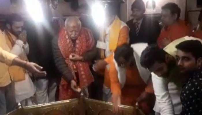 UP: मिर्जापुर के विंध्यवासिनी मंदिर पहुंचे RSS प्रमुख मोहन भागवत