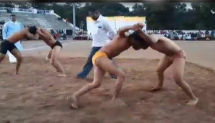 MP: खंडवा में कुश्ती का विराट दंगल, अखाड़े में उतरे कई प्रदेशों के पहलवान