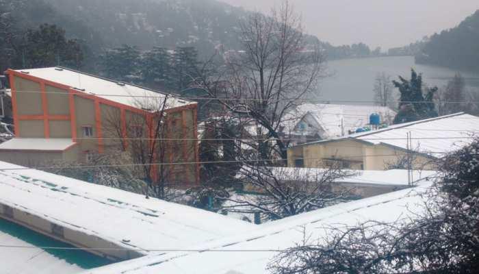 उत्तराखंड: नैनीताल में 24 घंटे हुई बारिश, फिर गिरी बर्फ, जनजीवन हुआ अस्त-व्यस्त