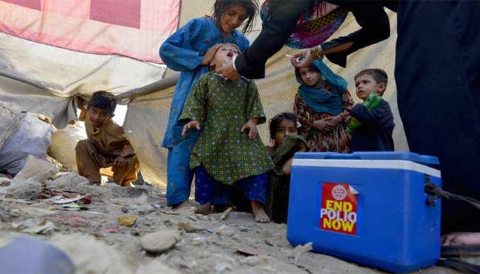 PAK: बच्चों को पोलियो की दवा पिला रही थीं महिलाएं, कट्टरपंथियों ने मार दी गोली