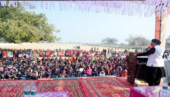 हिसार: गोद लिए पांच गांवों का राज्यसभा सांसद सुभाष चंद्रा ने किया दौरा