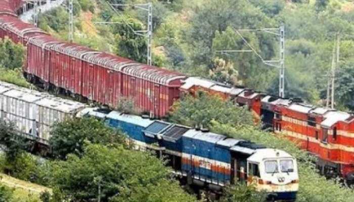 रेल यात्रियों की संख्या और माल ढुलाई में बढ़ोत्तरी, हादसों में आई इतनी कमी